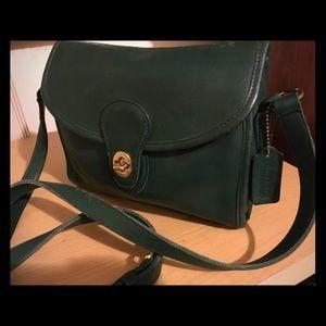 Gorgeous Coach Devon saddle bag. Hunter green!!